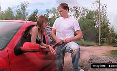 nasty beata giving her bf a blowjob thru the car window