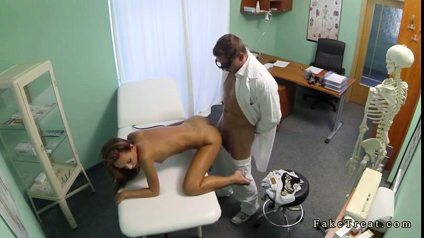 смотреть порно скрытой камерой у врача