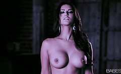 Sunny Leone offers a world class performance in this this