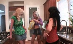 Cougars Anna, Sienna And Phoenix Fuck Lucky Dude