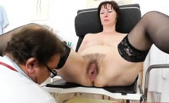 Spiky-looking mama getting a gyno