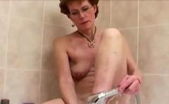 Granny shaving her pussy
