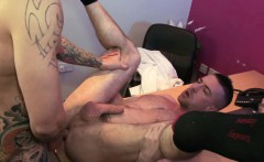 UK lad gets anally fingering before facial