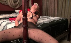 Pantyhosed milf can't control her raging hormones