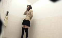 Asian babes pee in toilet