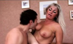 Anal threesome with sexy mamma