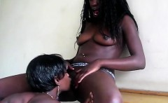 African beauty tongues horny black girlfriend in this