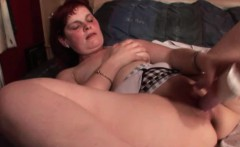 Mature hottie dildos pussy and cums hard