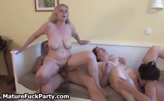 Old horny is riding guy