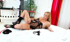 Hot Latin Shemale Laura Ferraz Masturbates