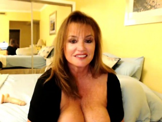 Amazing Mature Teasing On Webcam