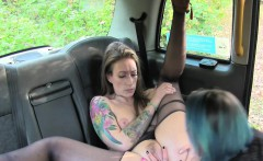 Lesbian taxi driver got pussy licked outdoors