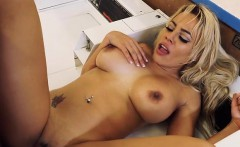 Sex Kitten Luna Star Gets Good Dicking From Stud