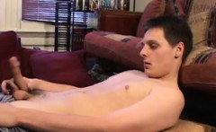 Gunner Raines gives his dick a proper stroking