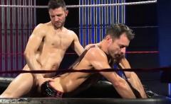 Muscle jock oral sex with cumshot