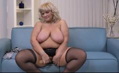Big breasted BBW fingering herself