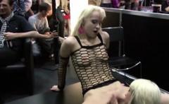Zwei Teeny bei einer geilen Show auf der Venus Messe Berlin
