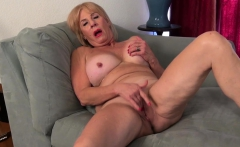 american gilf phoenix skye needs to rub her old pussy