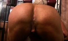 Female Bodybuilder Masturbates Her Clit in the Gym