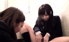 Japanese teen fingers les