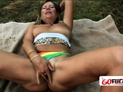Chubby Samantha Gets Her Coochie Drilled By Stud Outdoors