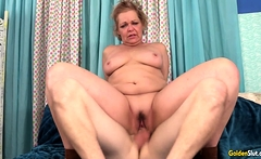 GILF Kelly Leigh Gets Rammed by a Skinny Younger Guy