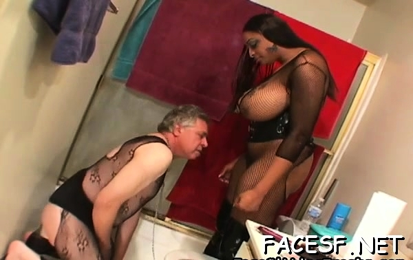 Favourable man gets some steaming sexy facesitting action