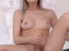 Gorgeous Shemale Masturbating On Cam