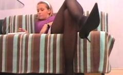 footgirls shows their sexy feet